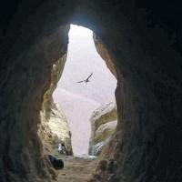 Пещерата Утроба край Кърджали - бяла космическа дупка