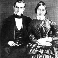 Жената с извехтялата рокля и фамилия, известна по целия свят